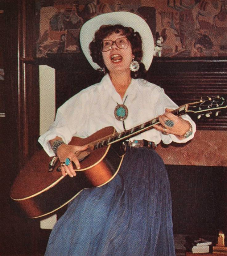 MPM-Barbara-with-Guitar (1)